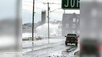 Potężny sztorm. Kilkunastometrowe fale zalewają domy