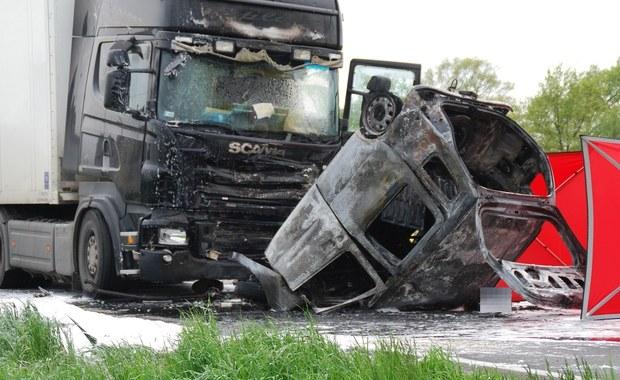Poważny wypadek w Łękach. Jedna osoba nie żyje