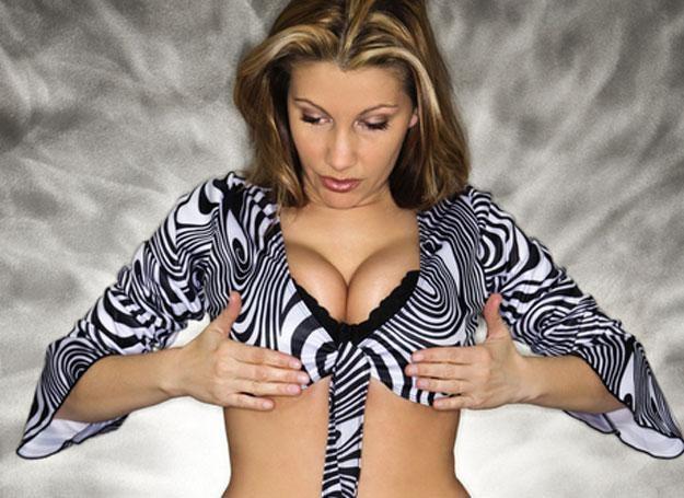 Powiększenie piersi jest wciąż najpopularniejszym zabiegiem chirurgii plastycznej /© Panthermedia