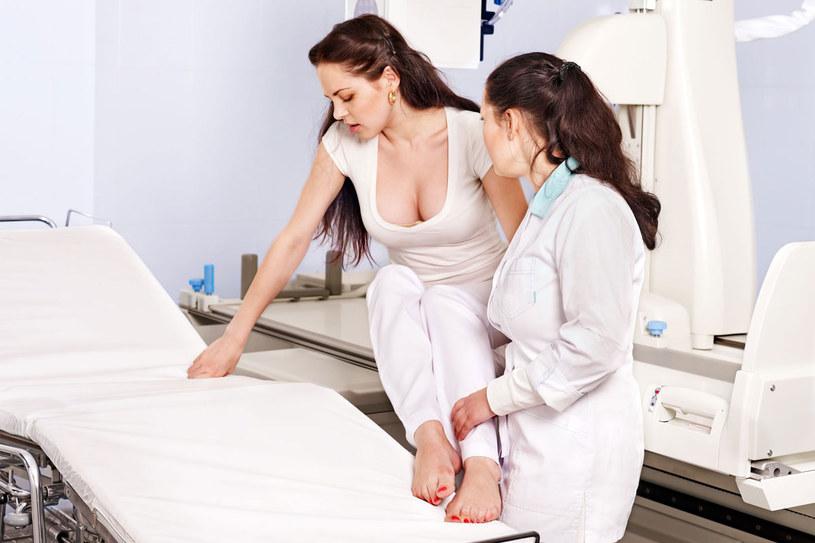 Powikłaniem niefachowo wykonanego zabiegu oczyszczającego bywają biegunki, syndrom jelita drażliwego, zakażenia bakteryjne. /123RF/PICSEL