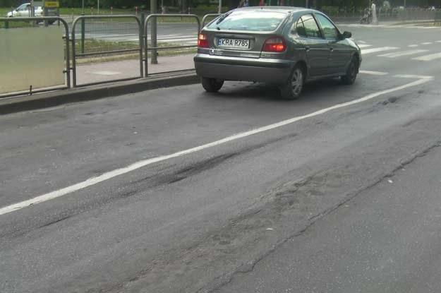 Powróciły opowieści o przyczynach problemów z jakością nawierzchni naszych jezdni /INTERIA.PL