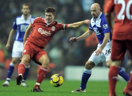 Powrót Stevena Gerrarda (przy piłce) ma odmienić oblicze Liverpool FC /AFP