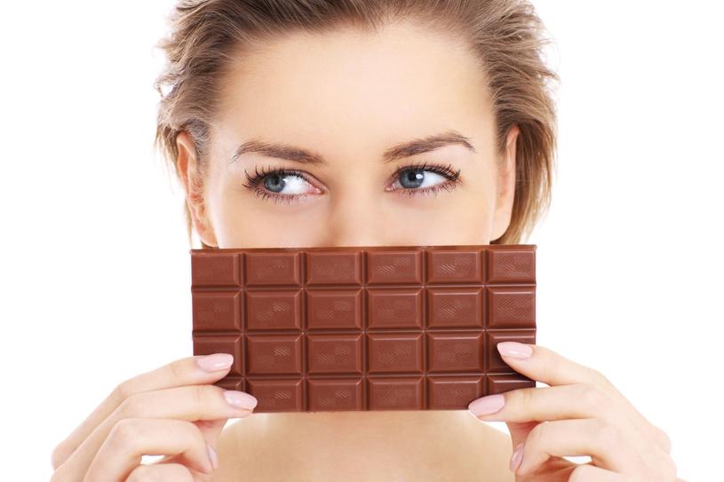 Powszechne jest przekonanie, że czekolada wzmaga objawy trądziku i utrudniania jego leczenie, zwłaszcza wśród nastolatków i młodych osób /123RF/PICSEL
