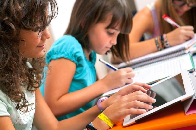 Powszechność elektroniki zmniejsza zrozumienie dzieci dla technologii /123RF/PICSEL