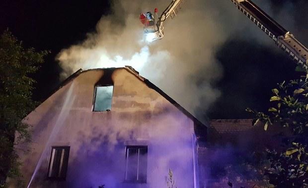 Pożar domu mieszkalnego w Małopolsce. Ogień gasiło 11 zastępów straży pożarnej