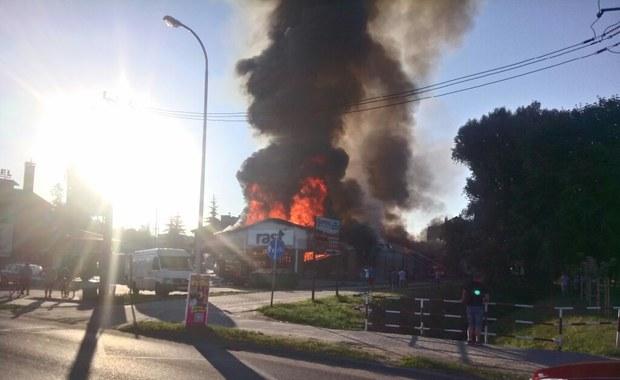 Pożar marketu w Działdowie. Zawaliła się część dachu