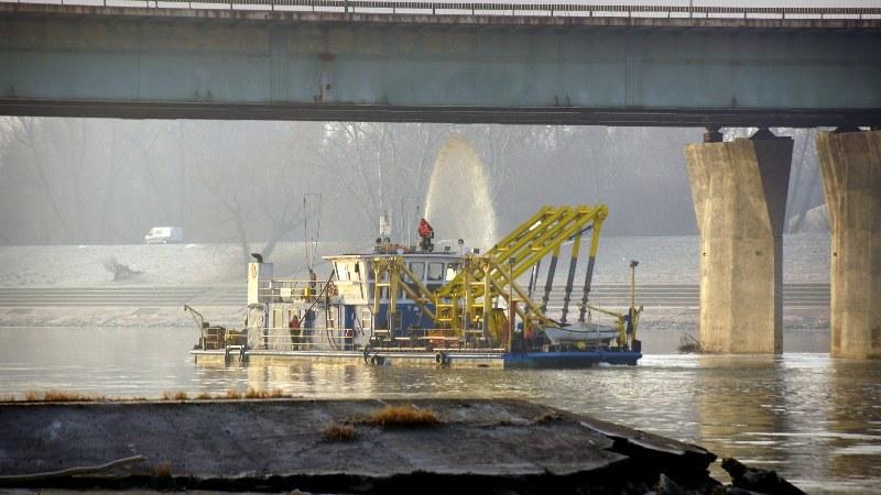 Pożar Mostu Łazienkowskiego został ugaszony nad ranem /Michał Dukaczewski /RMF FM