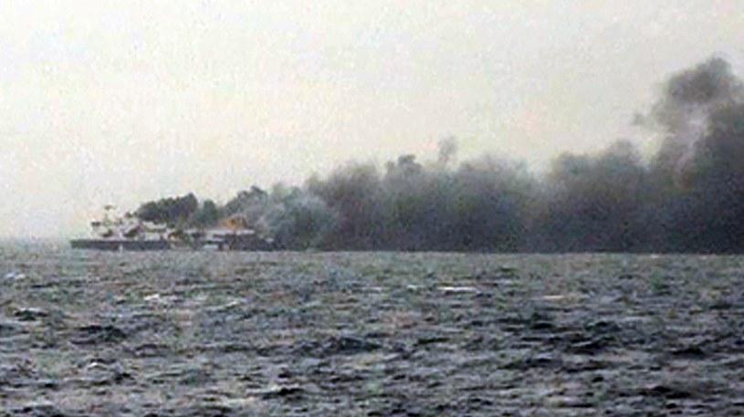 Pożar na promie wybuchł nad ranem /AFP