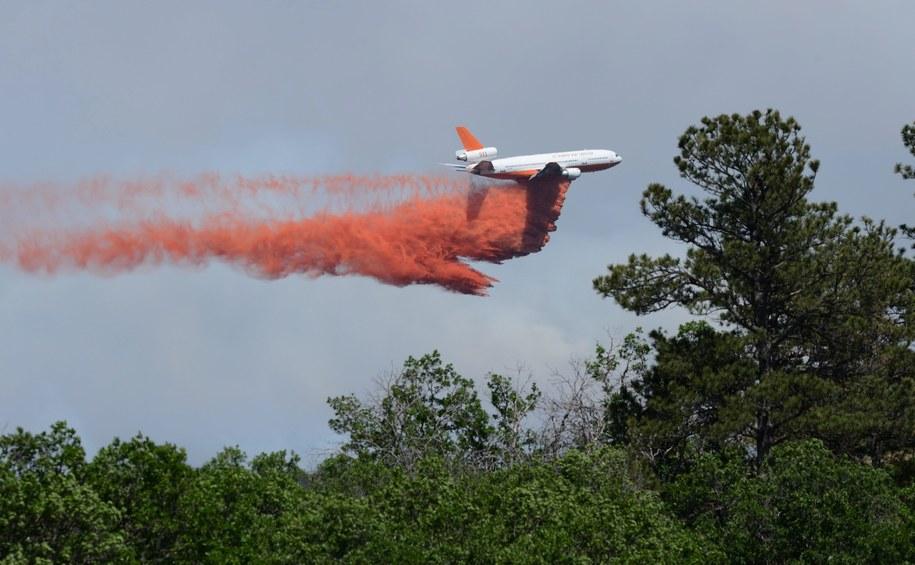 Pożar pochłonął ponad 100 domów /BOB PEARSON /PAP/EPA