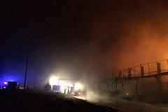 Pożar pofabrycznych hal w Zelowie