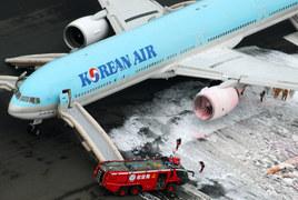Pożar samolotu na lotnisku w Tokio