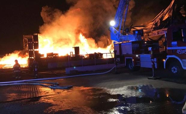 Pożar sortowni owoców w Borzęcinie. Część obiektu zawaliła się