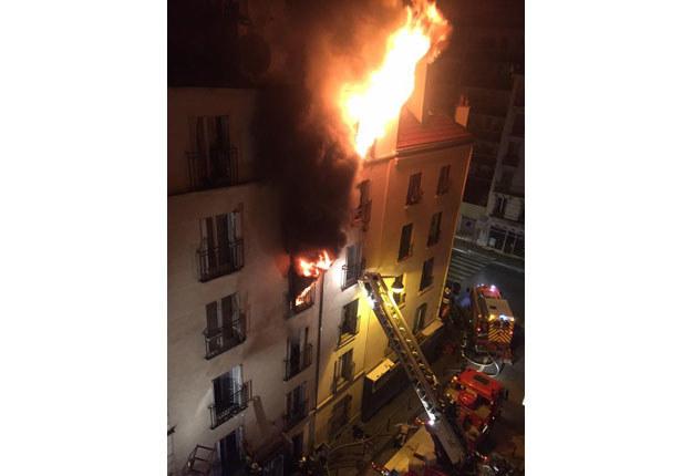 Pożar wybuchł w domu mieszkalnym w północnym Paryżu fot. Norman Grandjean /Twitter