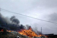 Pożar wysypiska śmieci w Stalówce na zdjęciach Słuchaczy RMF FM