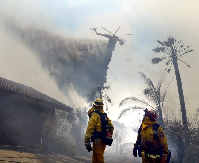 Pożary wybuchły we wtorek /MICHAEL NELSON /PAP/EPA
