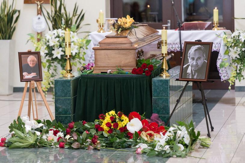 Pożegnanie Tadeusza Różewicza w kaplicy na wrocławskim cmentarzu komunalnym /Maciej Kulczyński /PAP