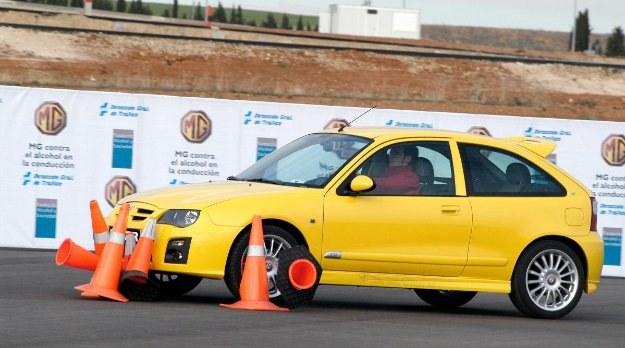 """Poziom przyczepności na asfalcie może się różnić /tygodnik """"Motor"""""""