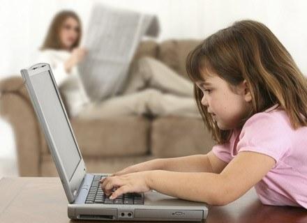 Poznaj kilka ważnych zasad, które ułatwią maluchowi życie /ThetaXstock