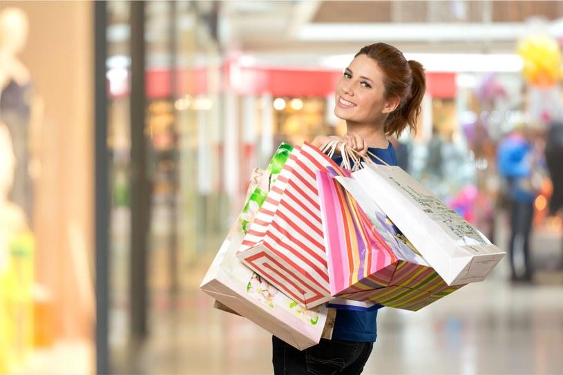 Poznaj triki, by robić tańsze zakupy /123RF/PICSEL