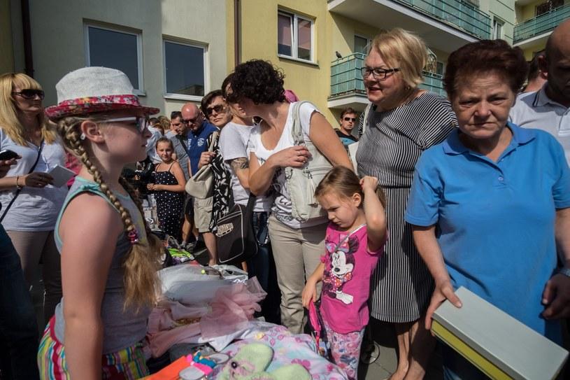 Poznań, osiedle Stefana Batorego. W kapelusiku mała Asia /Pawel F. Matysiak/REPORTER /East News