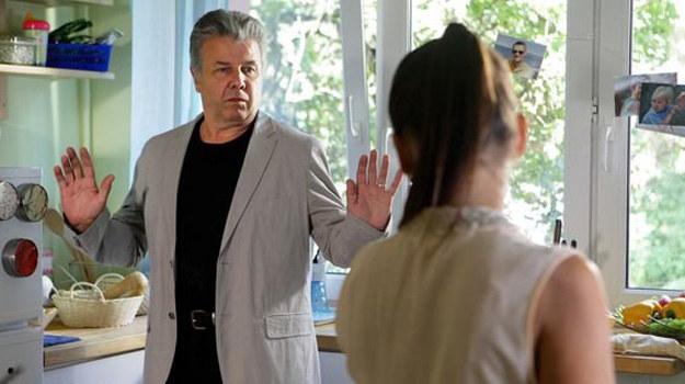 ...później ciężka choroba ojca (w tej roli Emilian Kamiński). /MTL Maxfilm