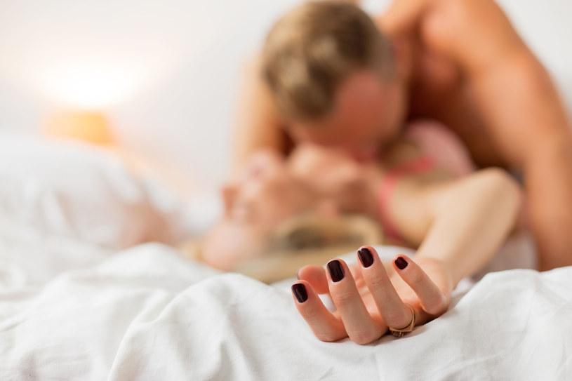 Pozwalaj partnerowi tylko na to, z czym czujesz się komfortowo /©123RF/PICSEL