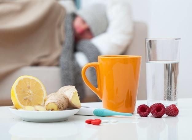 Pozwól organizmowi w spokoju zwalczyć wirusy np. leżąc w łóżku /©123RF/PICSEL