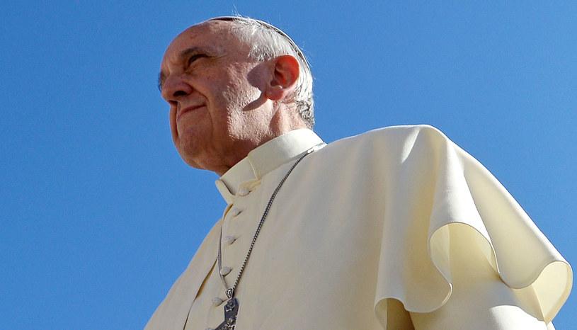 Pozwólmy płakać naszemu sercu - zaapelował papież. /ALBERTO PIZZOLI /AFP