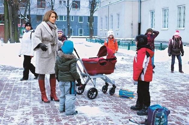 Praca zawodowa  oraz prowadzenie domu  z trójką dzieci to dla Doroty (Daria Widawska) duże wyzwanie. /Mat. Prasowe