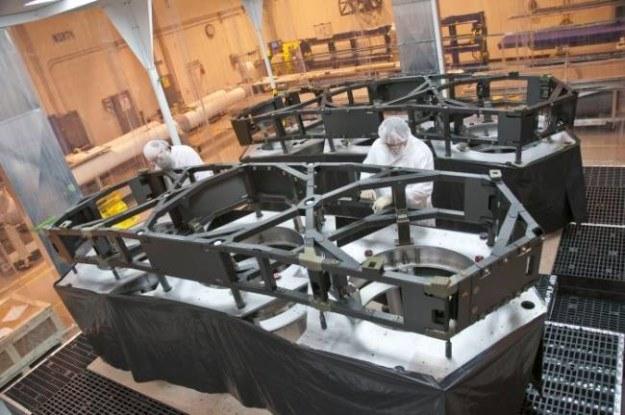 Prace przy budowie Kosmicznego Teleskopu Jamesa Webba postępują zgodnie z planem /NASA