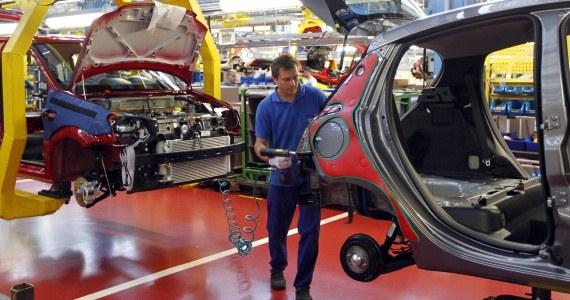 Pracę w fabryce Fiata łącznie straci 1450 osób /Andrzej Grygiel /PAP