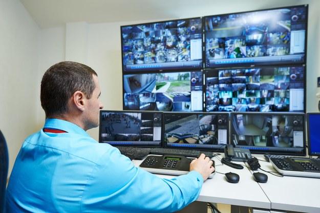 Pracownicy ochrony zarabiają 5-7 złotych za godzinę /123RF/PICSEL