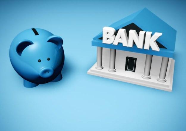 Pracownik może wycofać swoją zgodę na przesyłanie pensji na konto bankowe /123RF/PICSEL