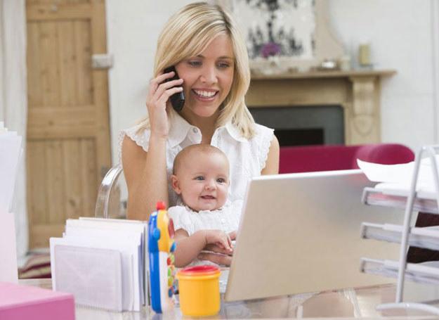 Pracując w domu, Matka nie powoduje namacalnego wzrostu przychodów do budżetu rodzinnego /©123RF/PICSEL