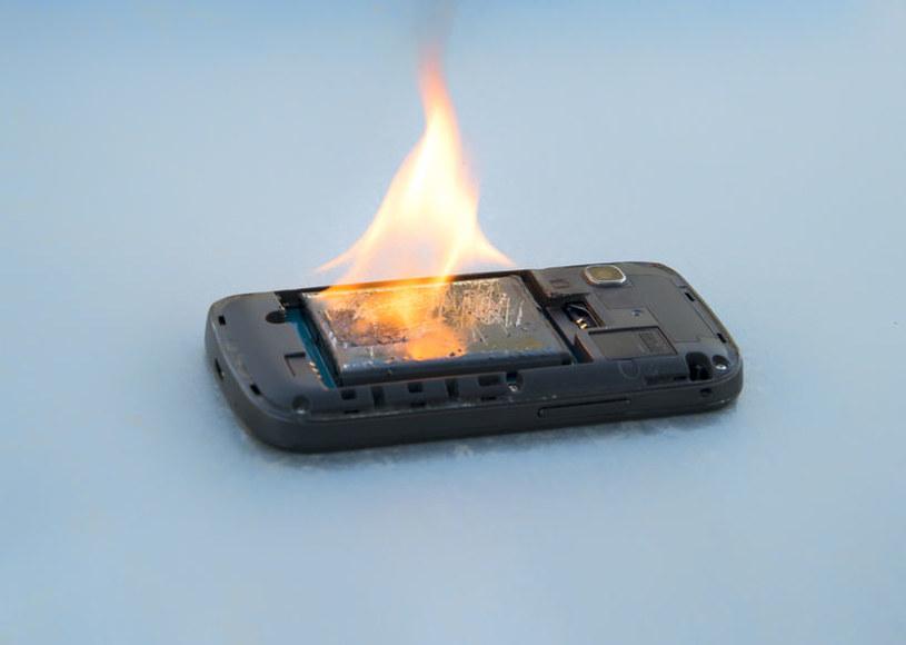 Prawdopodobieństwo samozapłonu baterii zostało znacznie zmniejszone, nawet w przypadku uszkodzenia jej obudowy /©123RF/PICSEL
