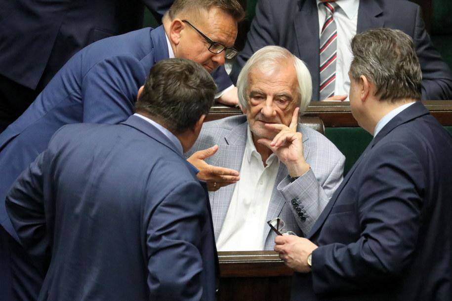 Prawdopodobnie w środę Sejm zbierze się na nadzwyczajnym posiedzeniu /Tomasz Gzell   /PAP