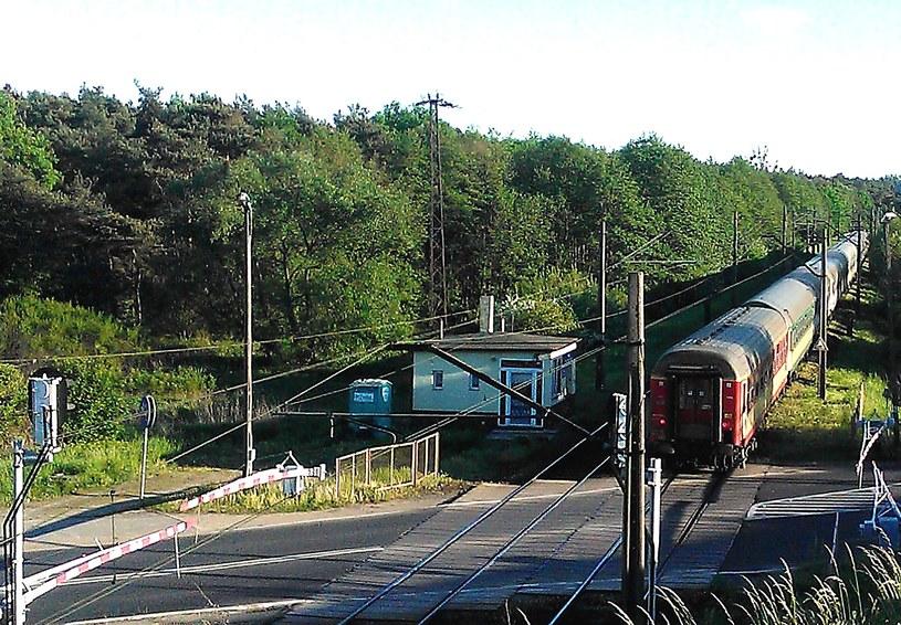 – Prawdopodobnie w tym samym miejscu, co widoczny na zdjęciu ostatni wagon pociągu do Wrocławia, zatrzymał się ostatni wagon niemieckiego pociągu ewakuacyjnego /Odkrywca