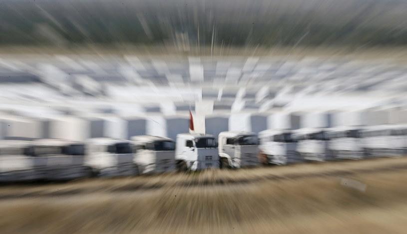 Prawie 300 ciężarówek - według Rosjan - wiezie na Ukrainę pomoc humanitarną /PAP/EPA