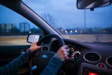 Prawie 600 wypadków rocznie z powodu zaśnięcia za kierownicą