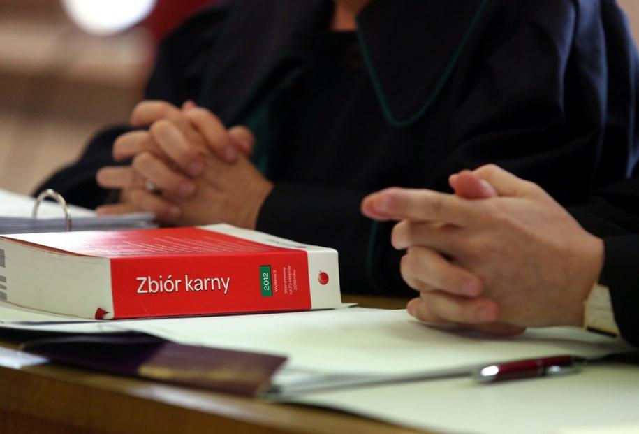 Prawnik na sali sądowej /Tomasz Gzell /PAP