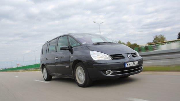 Prędkość 140 km/h nie robi wrażenia na Renault Espace. W środku pozostaje wciąż zaskakująco cicho, a 6-biegowy automat sprawia, że obroty są niskie. /Motor