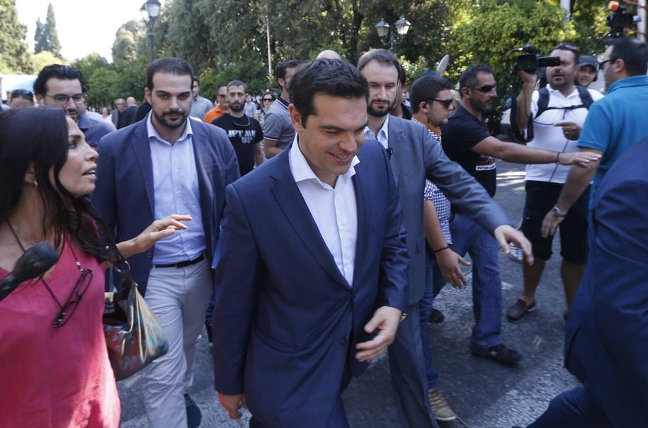 Premier Aleksis Cipras cieszy się ogromnym poparciem Greków /ARMANDO BABANI  /PAP/EPA