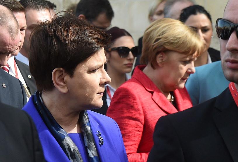 Premier Beata Szydło (L) i kanclerz Niemiec Angela Merkel (P) /Radek Pietruszka /PAP