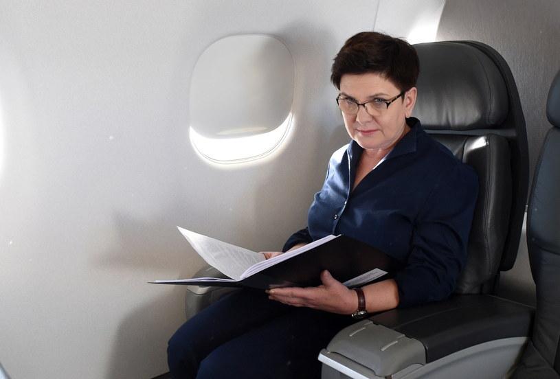 Premier Beata Szydło na pokładzie samolotu rządowego Embraer 175, w drodze z Warszawy do Izraela /Radek Pietruszka /PAP