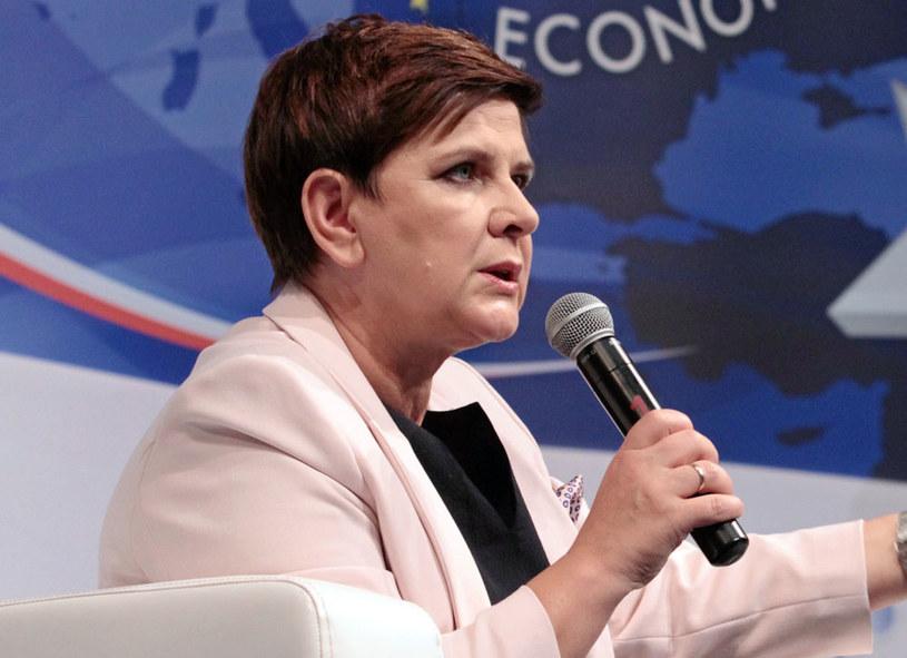 """Premier Beata Szydło: """"Nie zapominajmy, że jest tam również kontakt wielu prominentnych polityków poprzedniego układu rządzącego"""" /Stanisław Rozpędzik /PAP"""