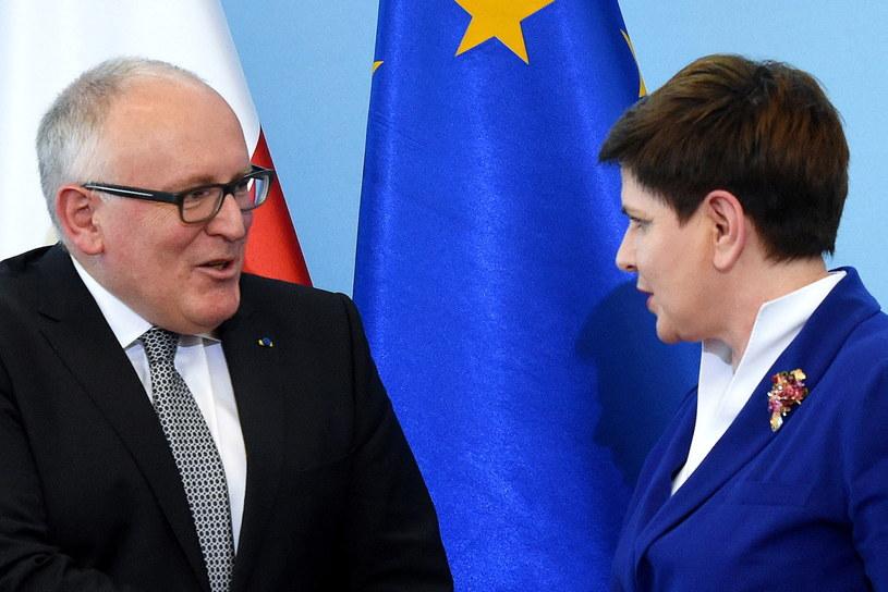 Premier Beata Szydło (P) i pierwszy wiceprzewodniczący Komisji Europejskiej Frans Timmermans (L) /Radek Pietruszka /PAP