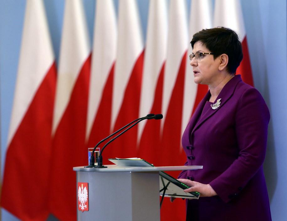Premier Beata Szydło podczas konferencji prasowej w KPRM /Tomasz Gzell /PAP