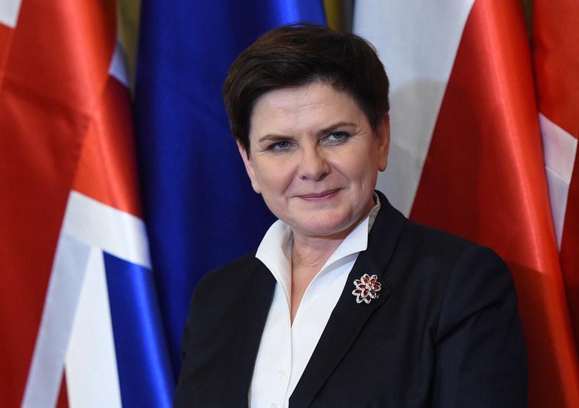 Premier Beata Szydło podczas spotkania z Polonią w ambasadzie RP w Londynie /Radek Pietruszka /PAP