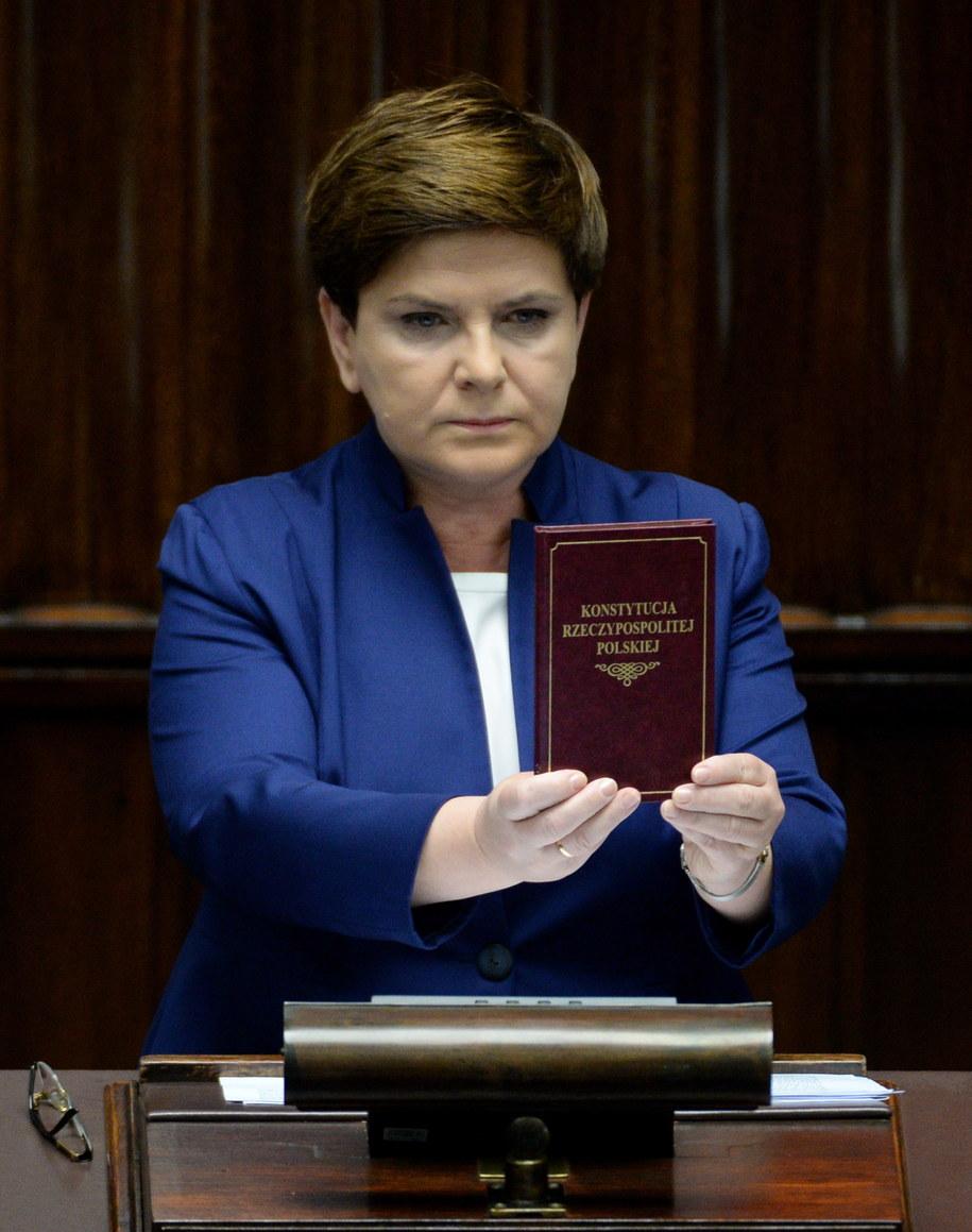 Premier Beata Szydło podczas wystąpienia w Sejmie /Jacek Turczyk /PAP