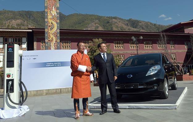 Premier Butanu, prezes Nissana i Leaf... /AFP